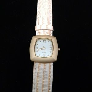 🆕️ New Avon Leather Watch New Battery